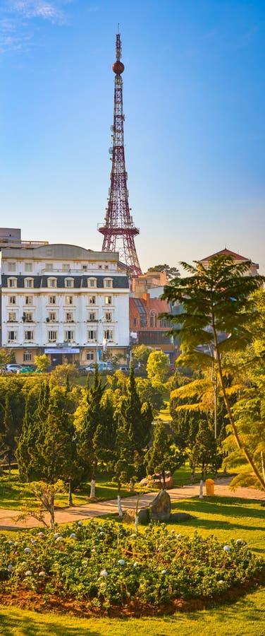 越南的一点巴黎大叻市都市风景 大叻,越南美丽的景色  垂直的全景 免版税图库摄影
