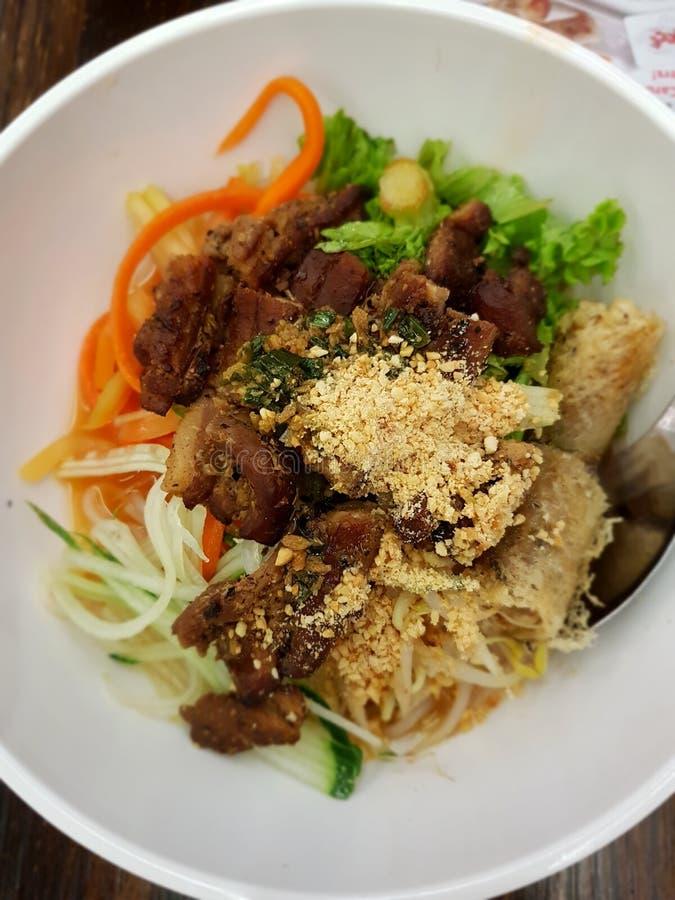 越南语烤猪肉用米细面条 库存图片
