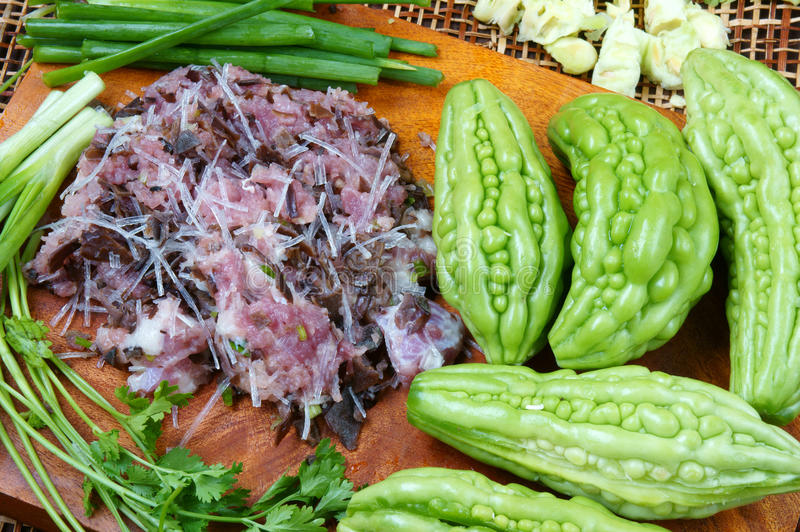 越南食物,苦涩瓜,绞肉 免版税库存照片
