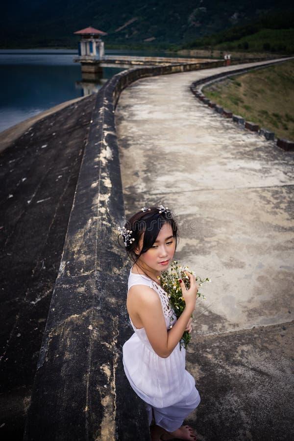 越南年轻美丽的浅黑肤色的男人 免版税库存照片