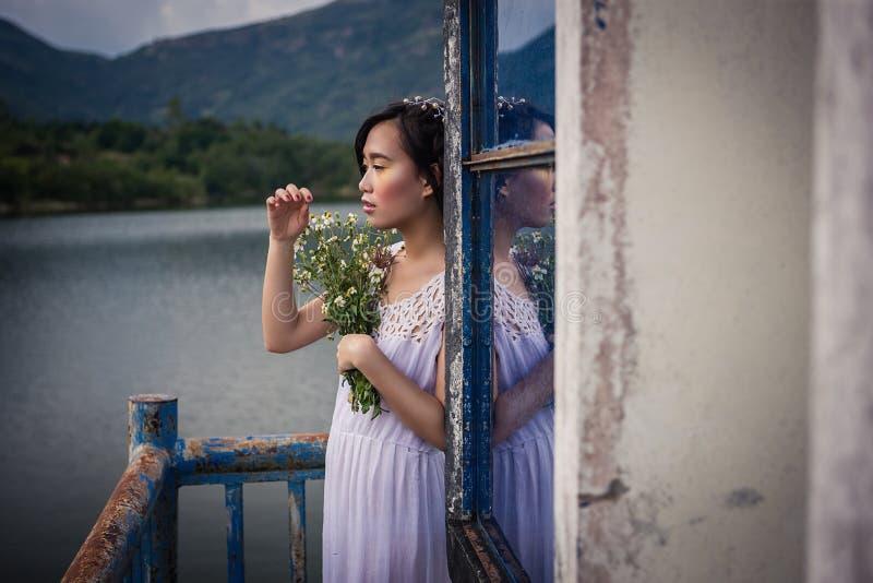 越南年轻美丽的浅黑肤色的男人 库存照片