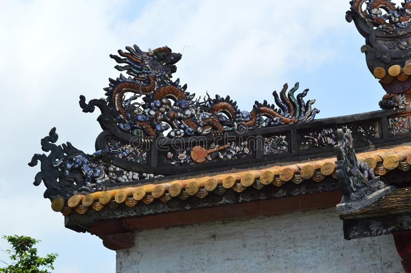 越南-颜色-在城堡-皇家大厦龙细节里面 免版税库存图片