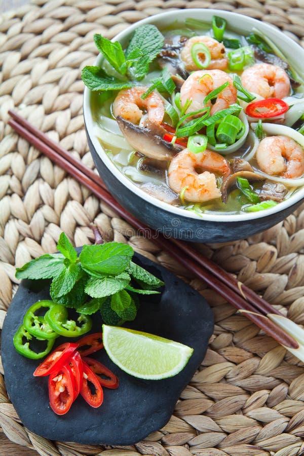 越南pho汤姆虾大虾汤 免版税库存照片