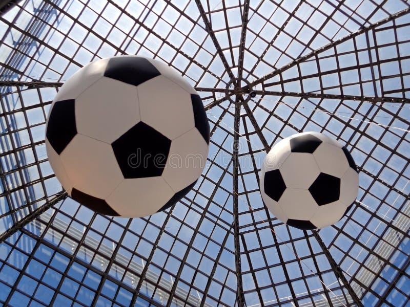 足球和玻璃屋顶 免版税库存照片