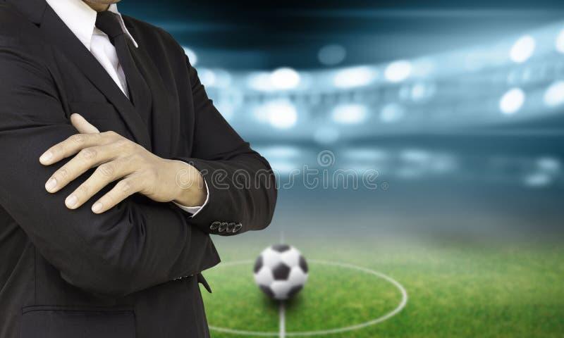 足球经理在体育场内 库存图片