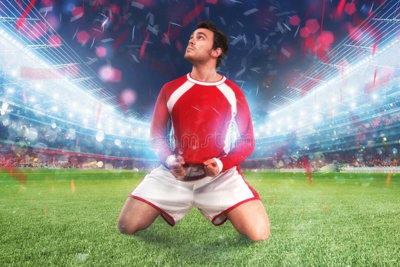 足球运动员在一个充分的体育场狂喜 库存图片