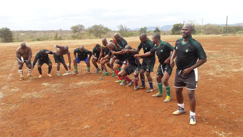 足球运动员在争夺遗产后跳舞 库存图片
