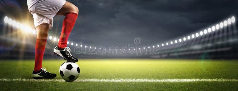 足球运动员在体育场内 图库摄影
