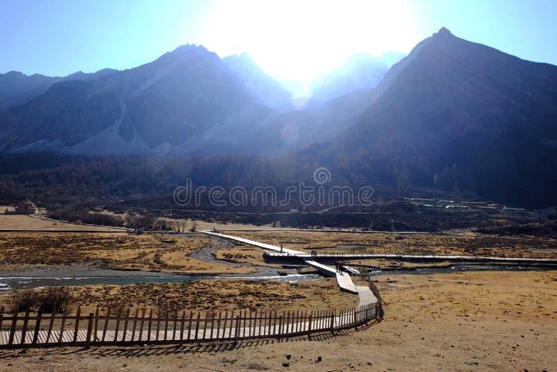 足迹向被预留的亚丁自然的,中国Milk湖 免版税图库摄影