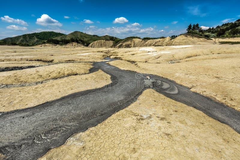 活跃泥泞的火山 免版税库存图片