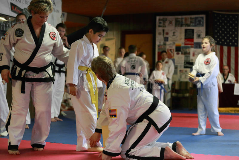 跆拳道测试在锡达拉皮兹,衣阿华 免版税库存图片