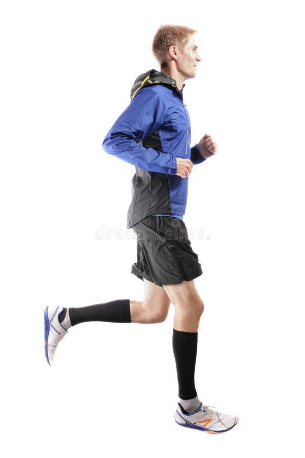跑和显示完善连续技术的年轻可爱的运动员 免版税库存照片