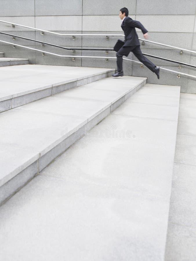 跑商人的侧视图跨步 免版税图库摄影