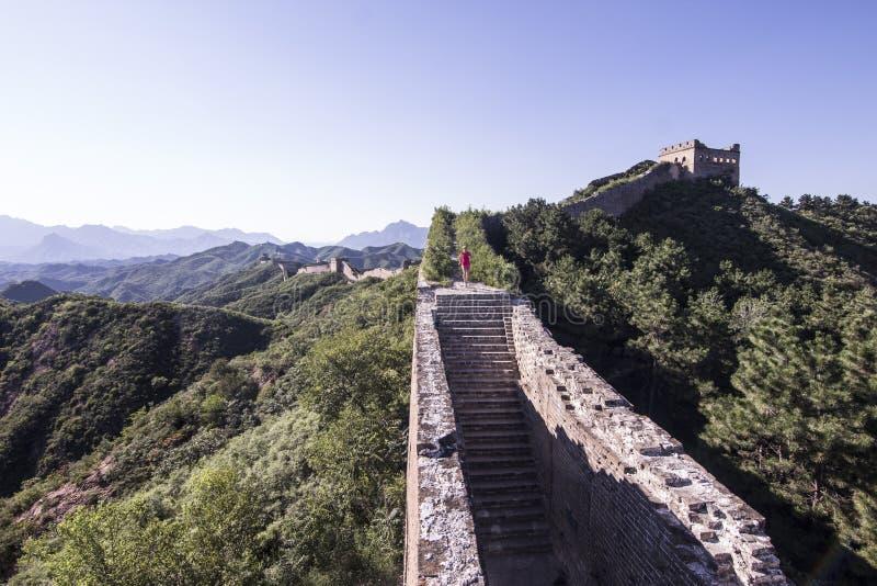 跑在中国长城上的少妇 库存图片