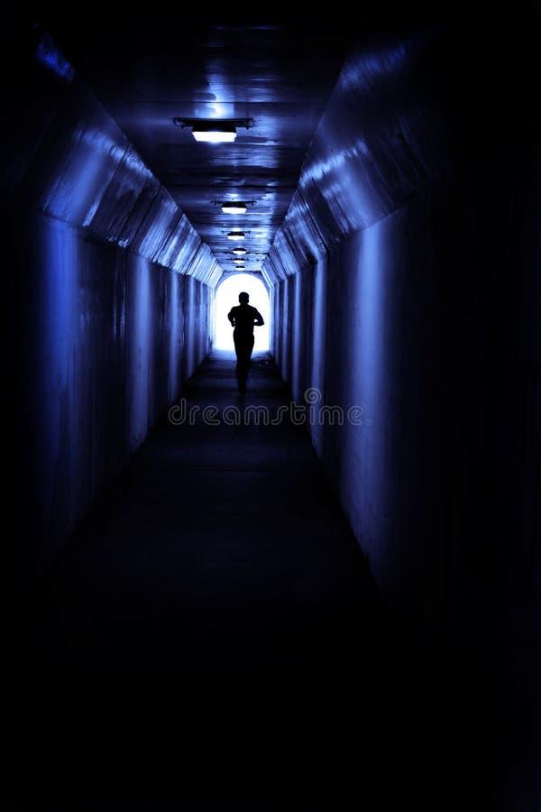 跑在隧道的人寻找轻的成就和目的地 库存照片