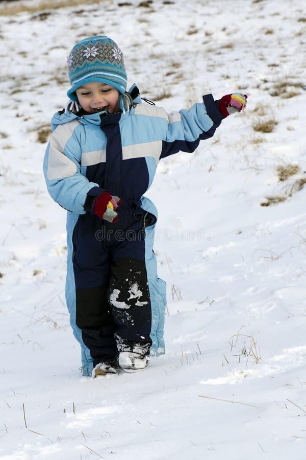 跑在雪的孩子 库存照片