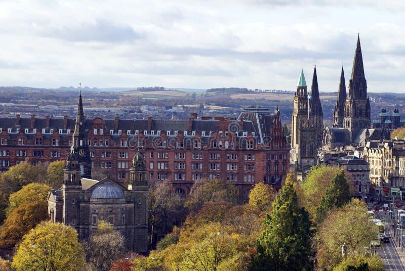 跑在Street Park,爱丁堡,苏格兰王子旁边的皇家英里 免版税库存图片