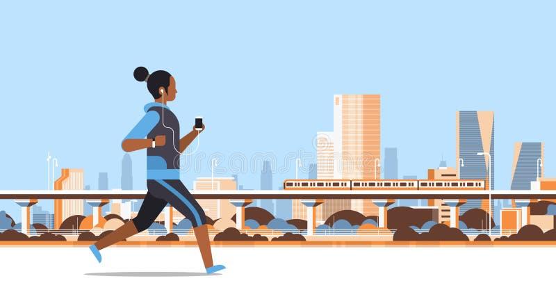 跑室外非洲女孩的健身妇女听到与耳机的音乐在智能手机健康生活方式概念 皇族释放例证