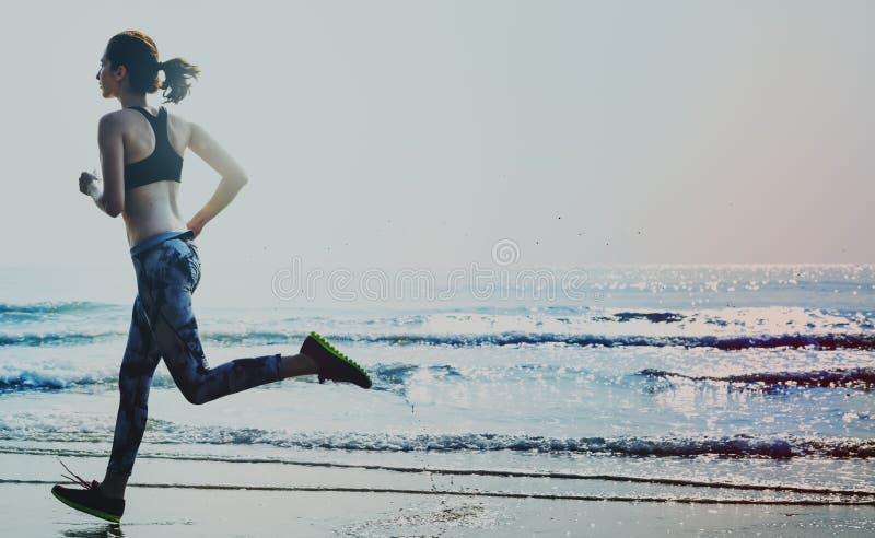 跑步户外概念的活跃赛跑者 免版税库存图片