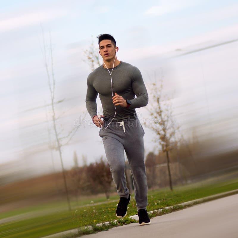 跑步的运动的人户外 免版税图库摄影