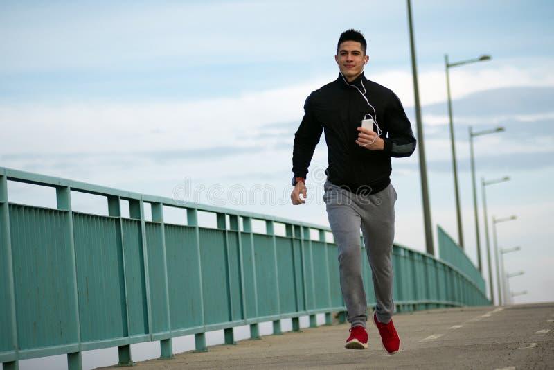 跑步的运动的人 免版税库存照片