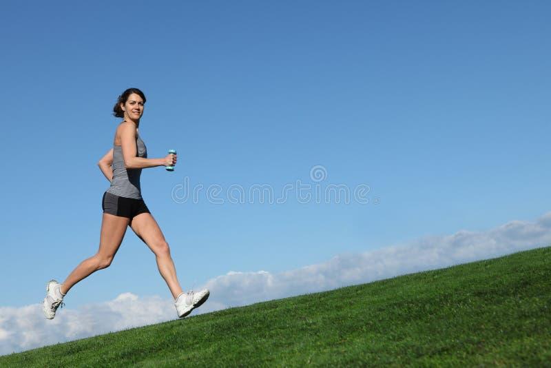 跑步的连续妇女 免版税库存图片
