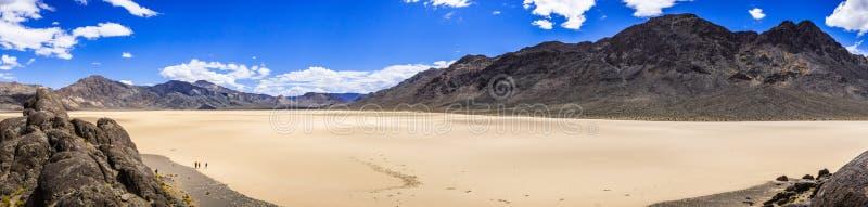 跑马场从正面看台采取的Playa的全景;死亡谷国家公园,加利福尼亚 库存图片