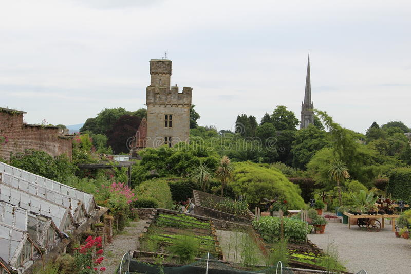 从距离和庭院沃特福德爱尔兰的Lismore城堡 免版税库存照片