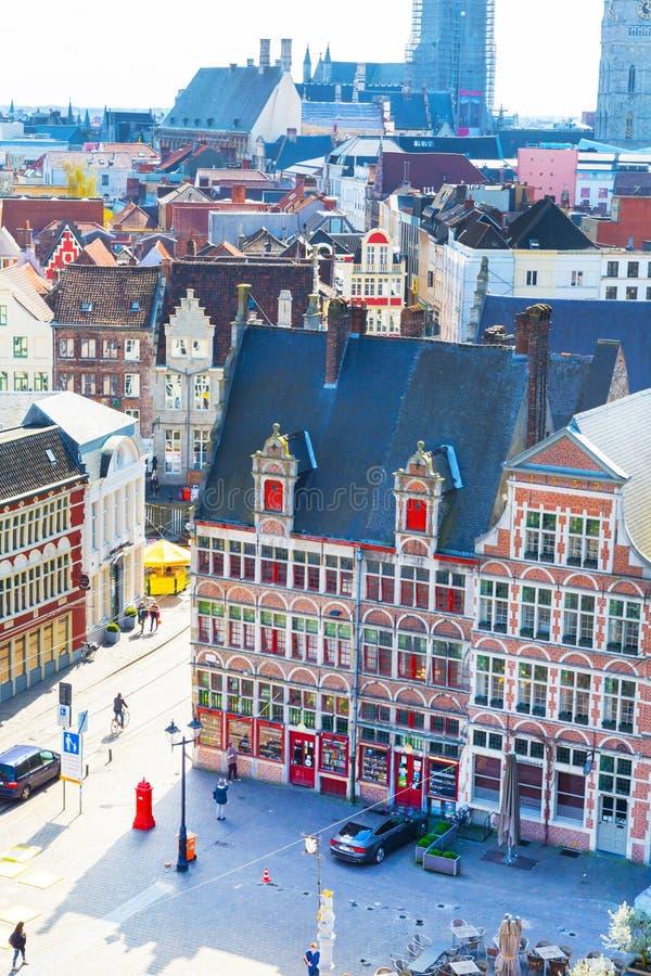 跟特鸟瞰图有方形和好的中世纪大厦的,比利时 免版税图库摄影