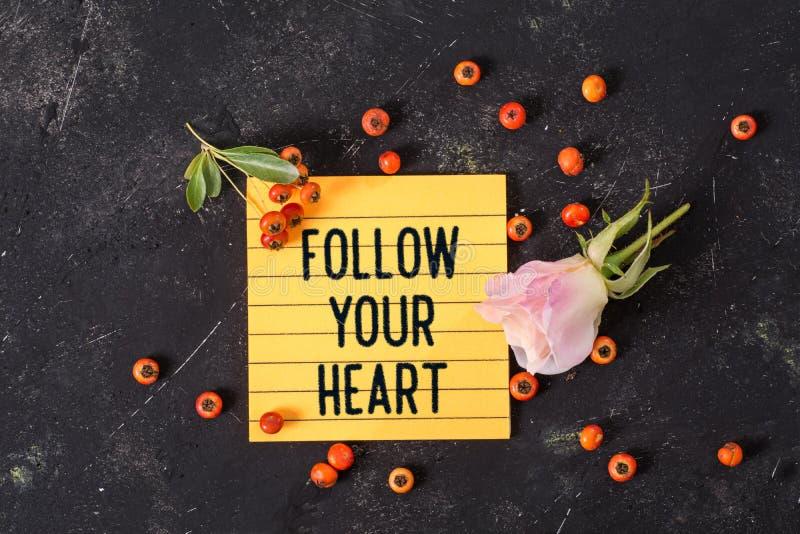 跟随您的在备忘录的心脏文本 库存图片
