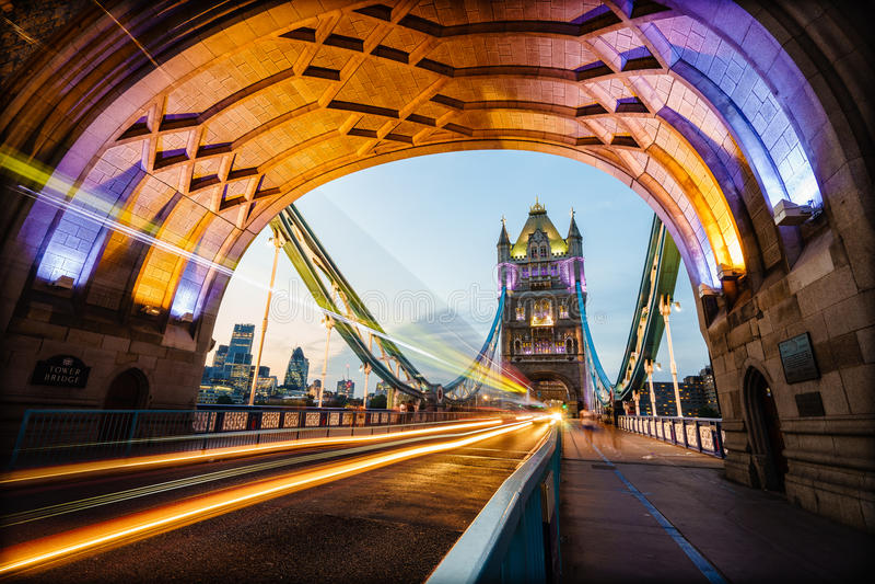 跨接英国伦敦塔
