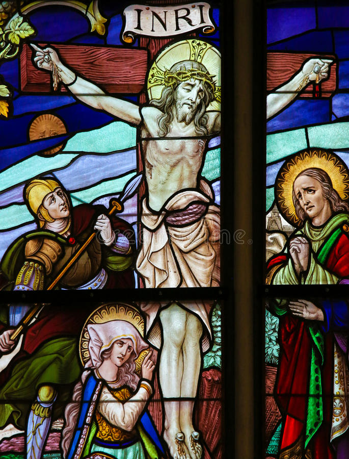 跨的彩色玻璃的耶稣 免版税图库摄影
