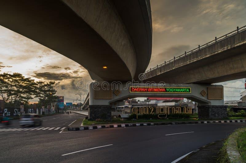 跨线桥汽车路在市日惹 免版税库存图片
