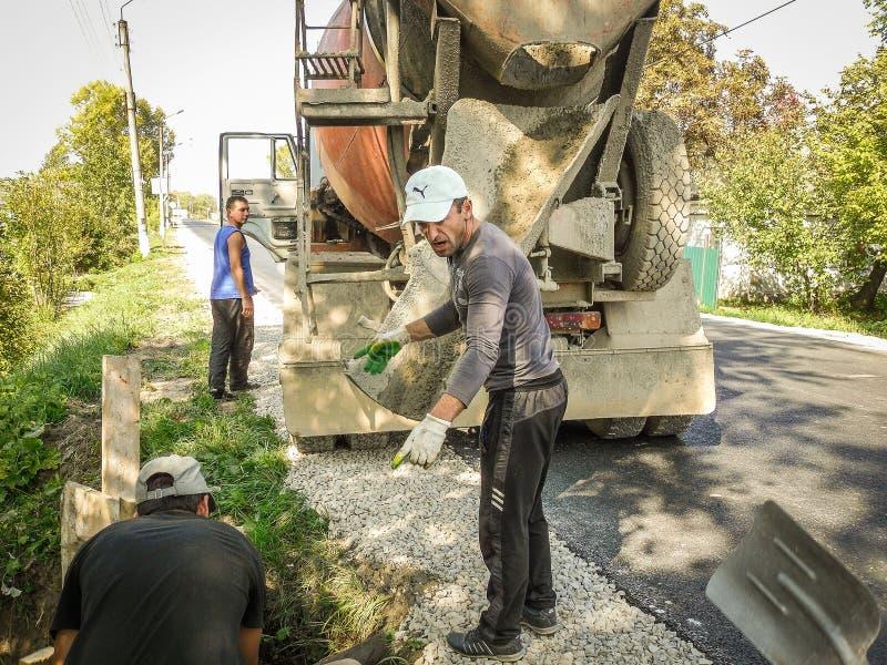 路修理在卡卢加州地区在俄罗斯 免版税库存照片