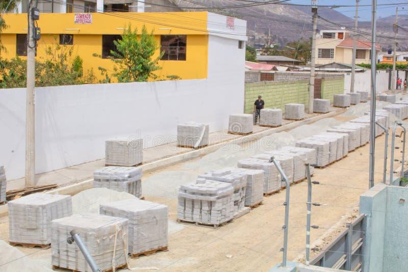路修理的砖块沿太阳的Museo,圣安东尼奥, Midad del Mundo,基多 库存照片