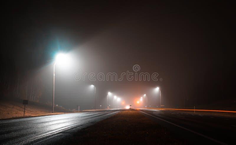 路光照亮空的轨道 库存照片