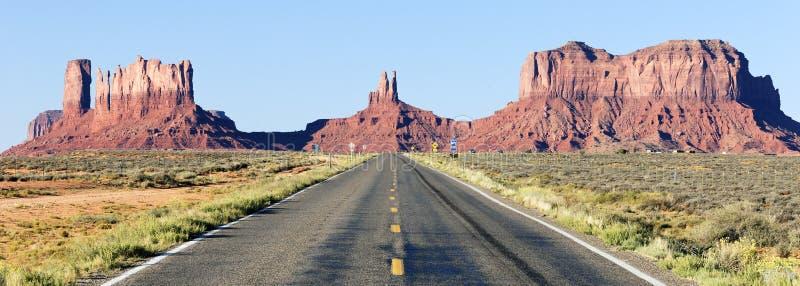 路全景向纪念碑谷的 免版税库存图片