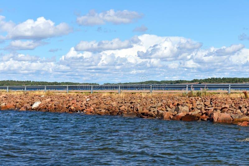 路到海岛在波罗的海 免版税库存照片