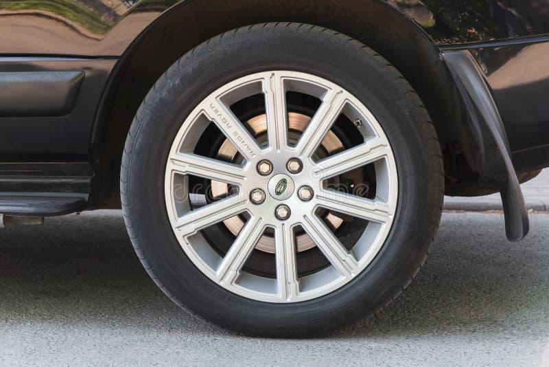 路华汽车汽车,现代汽车轮子 库存照片