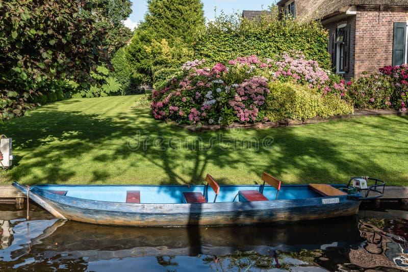 水路和村庄在村庄在荷兰 库存照片