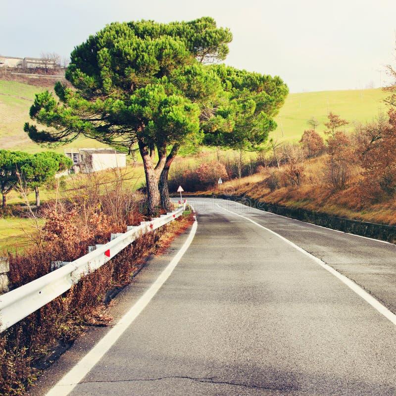 路在亚平宁山脉,意大利 免版税图库摄影