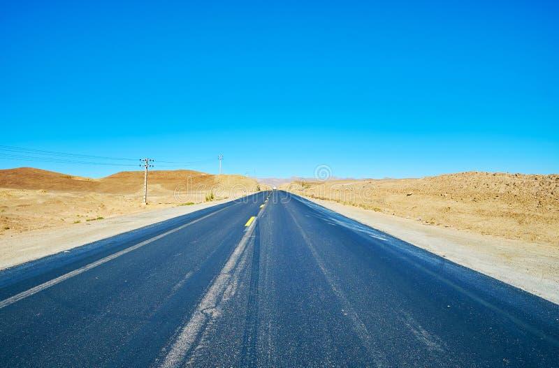 路在沙漠,伊朗 免版税库存照片