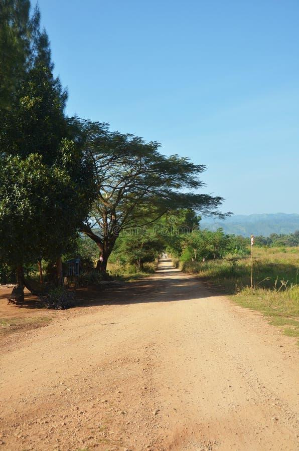 路在Tai Ta Ya修道院的乡下 免版税库存照片