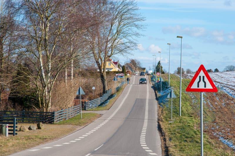 路在Tollose镇在丹麦 免版税库存照片