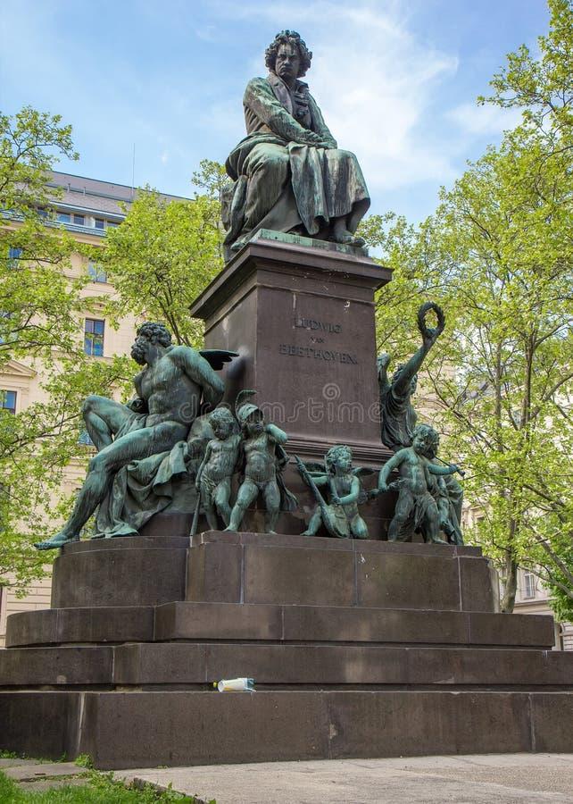��m#��'_路德维格范贝多芬雕象在维也纳. 目的地, 古典.