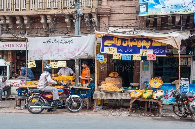 路旁边食物卖主在拉合尔,巴基斯坦 图库摄影