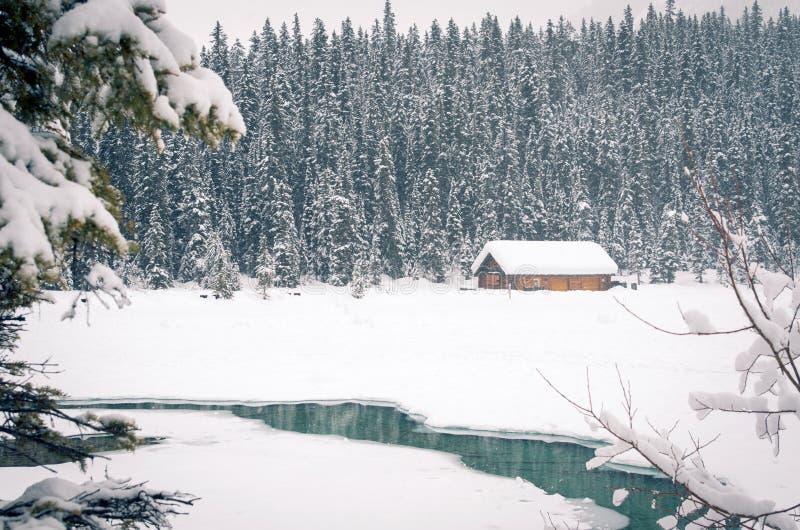 路易丝湖在一斯诺伊天 免版税库存照片
