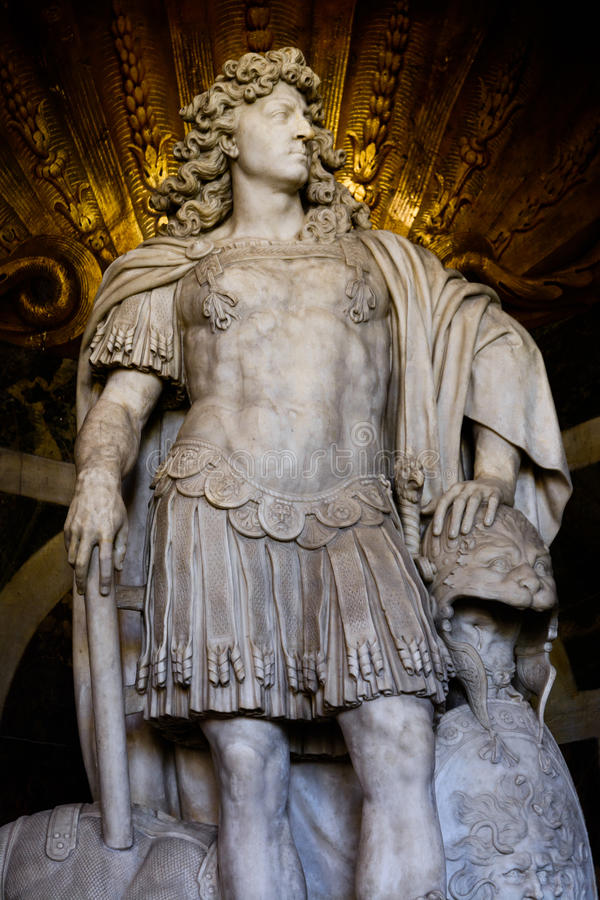 路易十四雕象在凡尔赛 免版税图库摄影