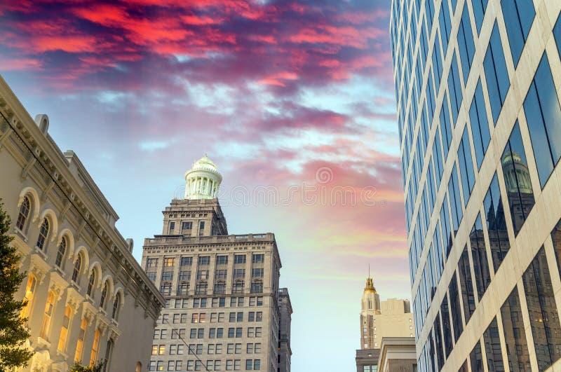 路易斯安那新奥尔良 城市大厦在晚上 免版税库存照片