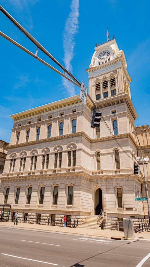 路易斯维尔-路易斯维尔政府大厦  美国- 2019年6月14日 库存照片